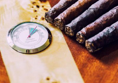 Zigarren und Hygrometer